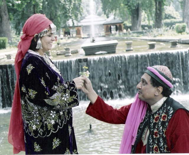 Proposal on bent knees - Dr Taher announcing his love for Nishrin at Shalimar Gardens, Srinagar, Kashmir, in June 2006