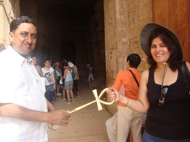A symbolic exchange of the key of life at Egypt
