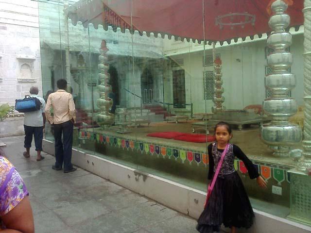 सिटी पैलेस, उदयपुर में चांदी से निर्मित राजसी विवाह मंडप