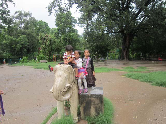 गुलाब बाग़, उदयपुर का हाथी बच्चों का साथी
