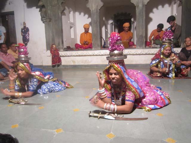 बागोर की हवेली के लोक कलाकारों द्वारा राजस्थान लोकनृत्य