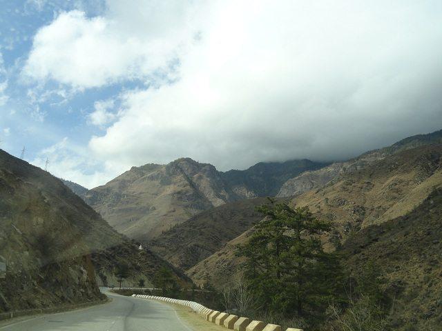 Mountain scenery en-route to Paro