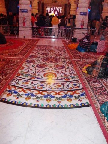 Floor decoration with colourful semi-precious stones