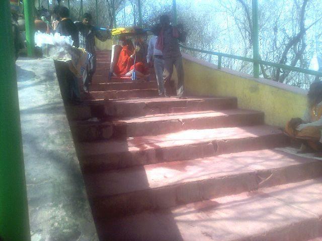 राधारानी जी के मंदिर से दर्शन के बाद वापिस पालकी में लाते हुए कहार.