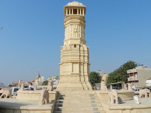 Sculptures at Gomti Ghat