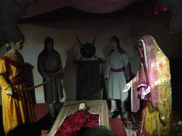 Model depicting story of Panna dai (sacrificing her son to save Udai Singh)