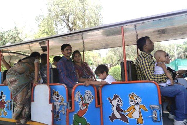 राष्ट्रीय रेल संग्रहालय की toy train चलने को तैयार है