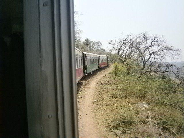 शिमला पहुंचने का उत्साह... चल पड़ी रेल पहाड़ों की ओर...