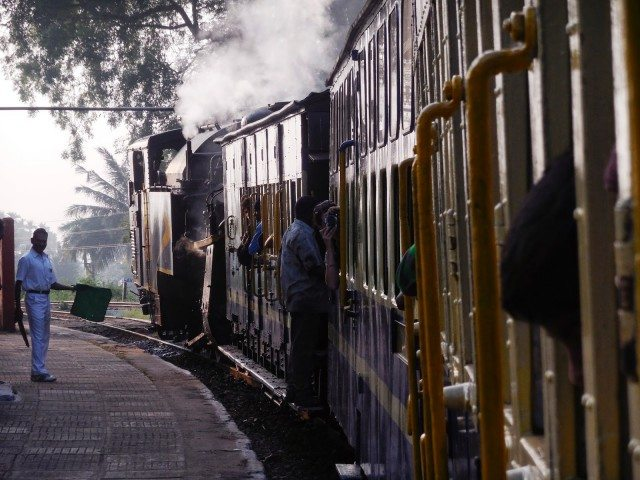 Leaving Kallar station