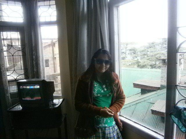 होटल के कमरे में सुबह सुबह....