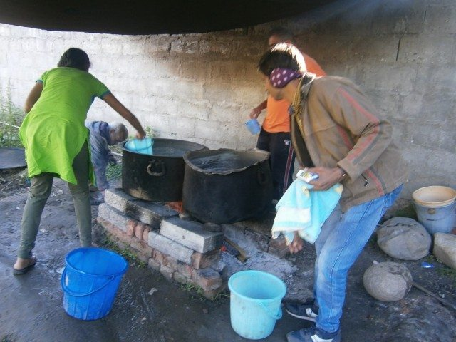 हिमाचल की ठंड में नहाने के लिए गर्मा गर्म पानी