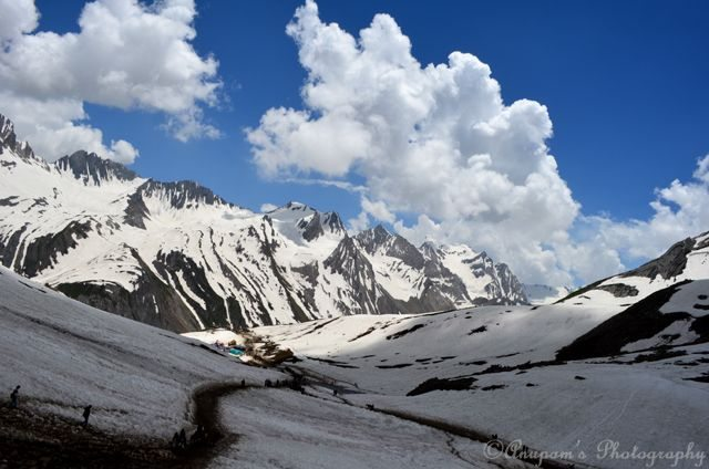 Snowy Road to Ganesh Top
