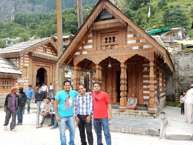 Ekansh, Rohit and Sanjay near Vist Temple