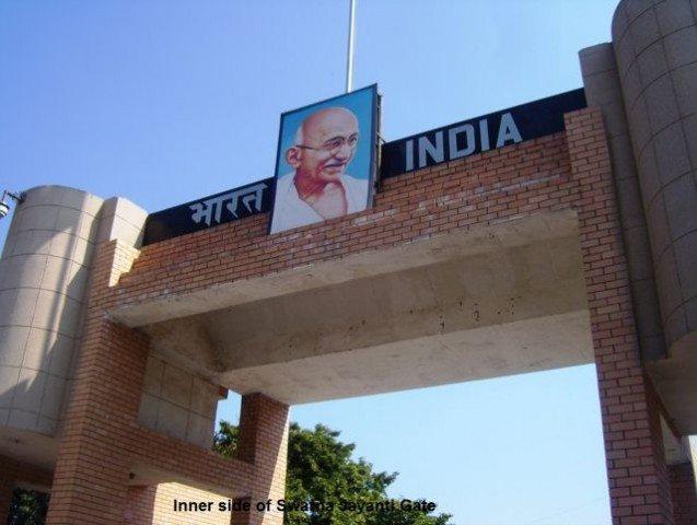 Inner side of Swarna Jayanti gate