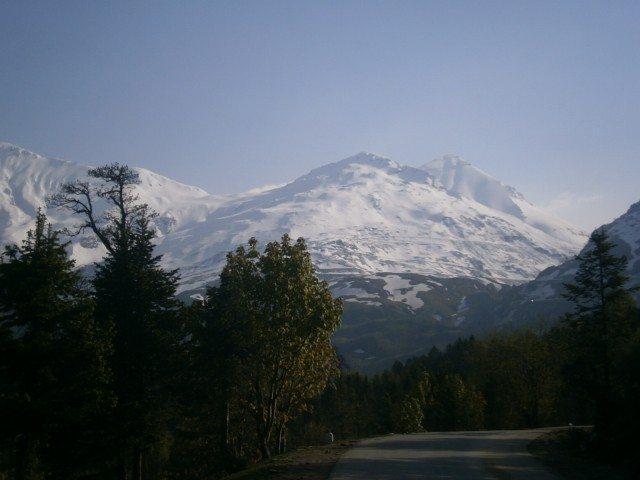 बर्फ से लदी पर्वत श्रंखलाएं