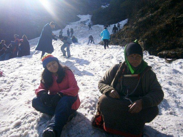 बर्फ पर बैठने का आनंद