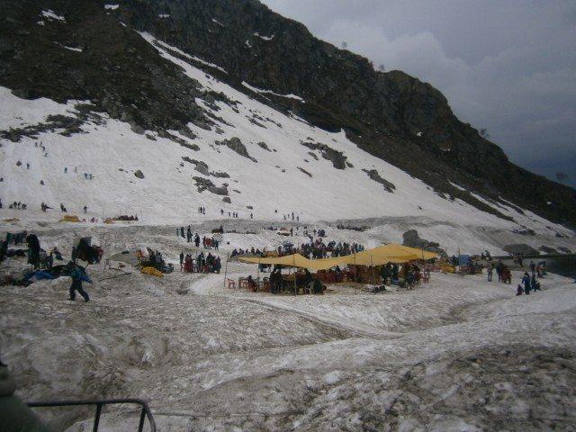 बर्फ पर एक छोटा सा बाज़ार