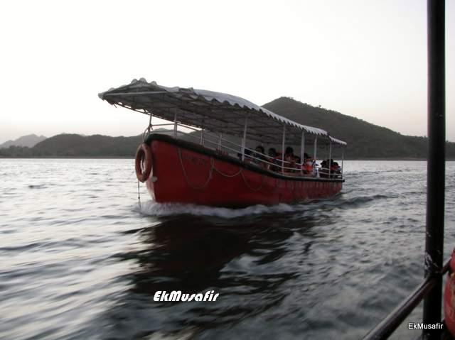 Boat ride on Fateh Sagar Lake, Udaipur.