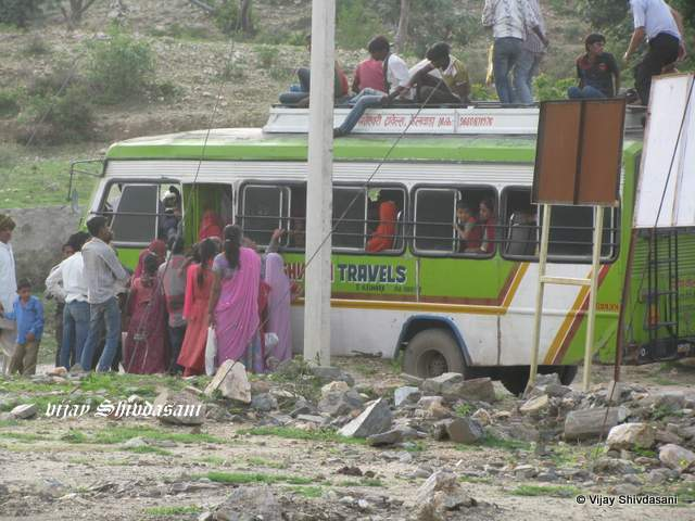 A local bus at Kumbhalgarh.