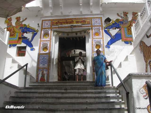 Entrance to the Dwarkadheesh Temple, Kankroli.