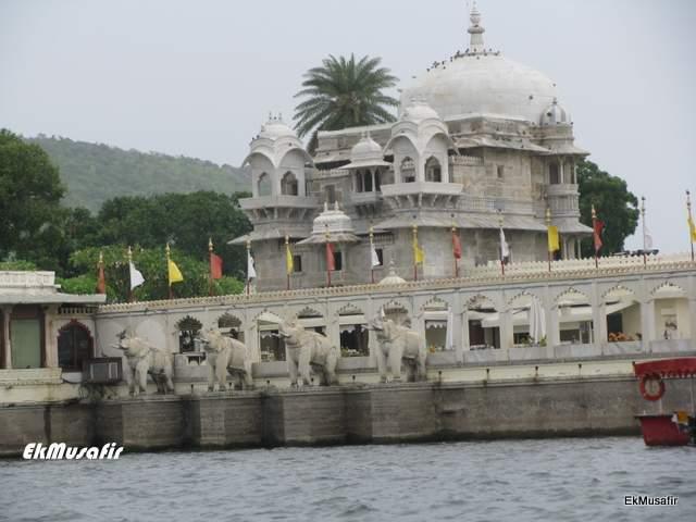 Jagmandir Palace on Lake Pichola.