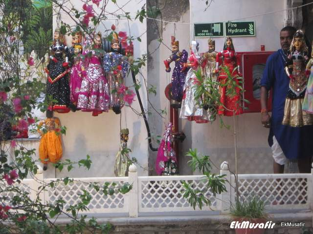 Traditional puppets for sale at 'Bagore ki Haveli'.