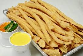 Fapda with Chaatni…A delicious breakfast.Every person atleast on weekend started their breakfast with Fapda.
