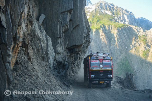 A Truck on the narrow road of ZojiLa
