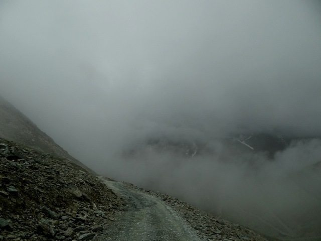 Descending Kunzumla towards Batal