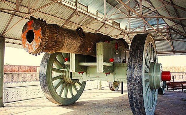 World's largest Cannon - Jaiban, Jaigarh Fort