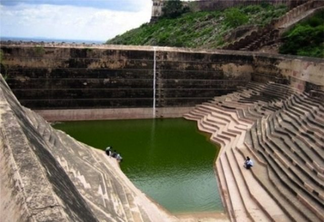 The 'Rang De Basanti' spot at Nahargarh Fort