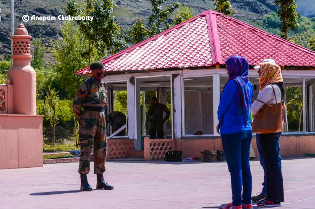 Army Officer narrating the history of Kargil war to visitors