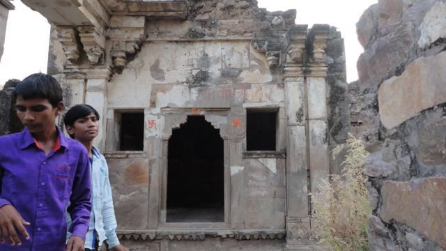 The Chamber of Rani Ratnavati with our kid-guides