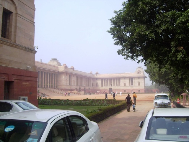 Way to Rastrapati Bhawan from Parking