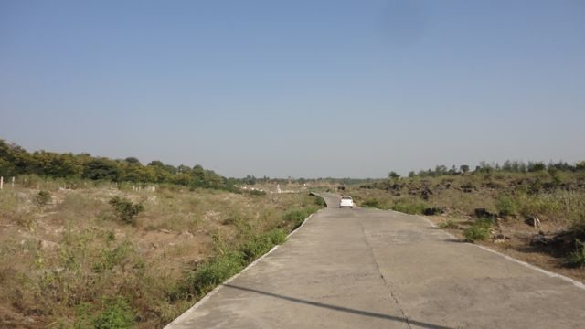 The cemented road towards Dhuandhar Fall