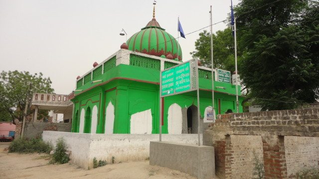 : Hemu Samadhi at the site for the second battle