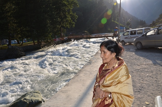 Mother standing in front of roaring Sindhu