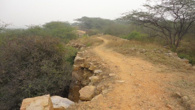 The trail on the wide walls of the fort