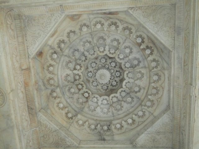 Marvellous marble work in the ceiling