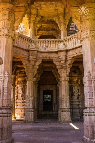 The temple style architecture of the monument reflects a synthesis of arts, the ideals of dharma, beliefs, values and the way of life cherished under Hinduism