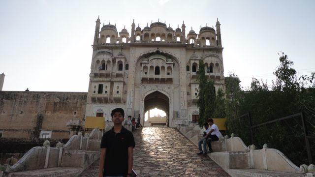 Buland Darwaza at Dargah of Qumuruddin Shah