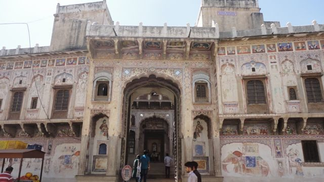Main entrance of Morarka Haveli