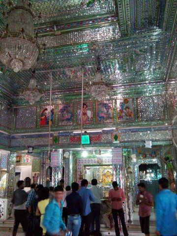 प्राकट्य सांवलिया जी के मंदिर का अन्दर का दृश्य