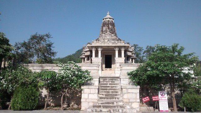 पास में ही सूर्य मंदिर
