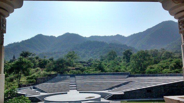 सूर्य मंदिर से अरावली की पहाड़ियों का दृश्य