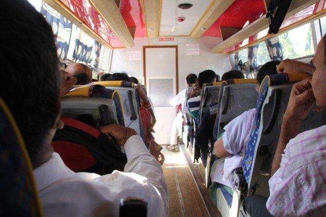 आबू रोड स्टेशन पर आश्रम की और से बस की व्यवस्था की गई थी