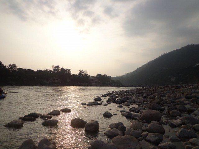 गंगा नदी के किनारे से लिया गया चित्र
