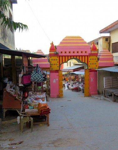 शुकदेव जी मंदिर परिसर का रास्ता