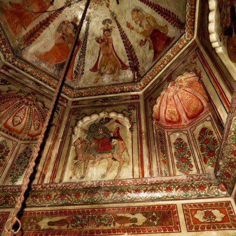 सन १४०१ में निर्मित एकादश रूद्र शिव मंदिर तथा उसमे स्थापित शिवलिंग, मूर्तियाँ व प्राचीन भितिचित्र