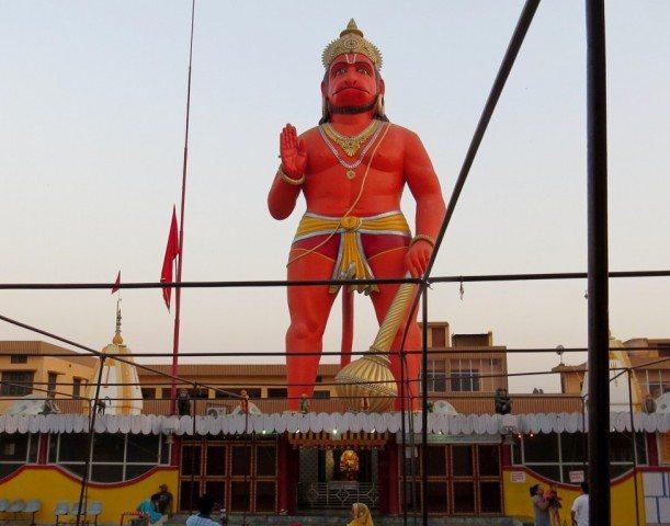 हनुमंत धाम से लिए गए हनुमान जी की विशाल प्रतिमा